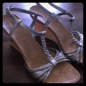 Kenneth Cole Reaction Cedarlicious wedge heels 9.5